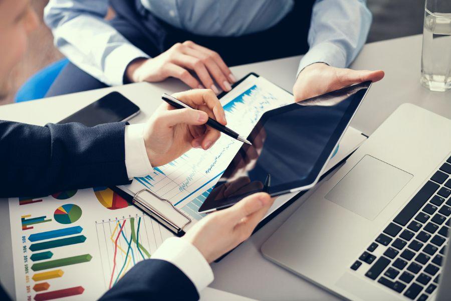 businessmen uses digital tablet